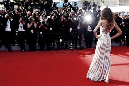 Photo pour CANNES, FRANCE- MAY 20: Model Izabel Goulart attends the Youth Premiere during the 68th Cannes Film Festival on May 20, 2015 in Cannes, France. - image libre de droit