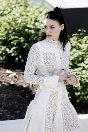 Foto de CANNES, FRANCE- MAY 17: Actress Rooney Mara attends the Carol Photo-call during the 68th Cannes Film Festival on May 17, 2015 in Cannes, France. - Imagen libre de derechos