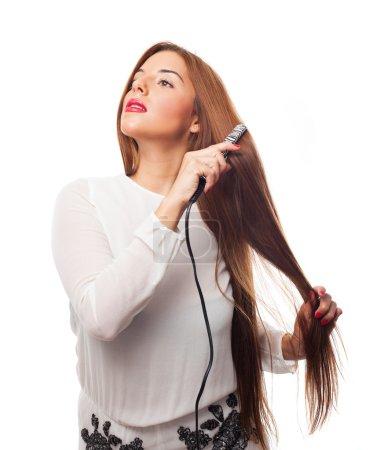 Photo pour Portrait d'une jeune femme utilisant ses fers à repasser - image libre de droit