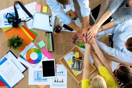 Photo pour Équipe des activités avec les mains ensemble - notions de travail d'équipe, isolé - image libre de droit