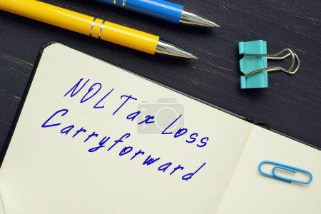 Photo pour NOL Report prospectif des pertes fiscales sur la feuille - image libre de droit