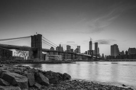 Photo pour Belle prise de vue du pont de Brooklyn au crépuscule - image libre de droit