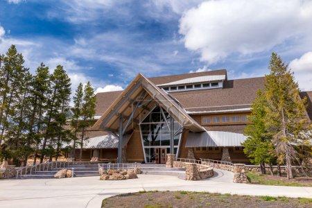 Photo pour Yellowstone National Park Old Faithful centre d'éducation des visiteurs, États-Unis - image libre de droit