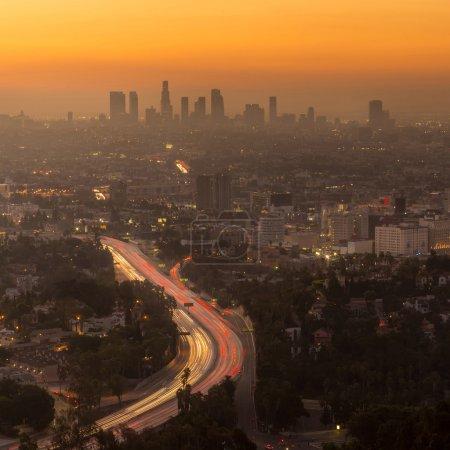 Photo pour Downtown Los Angeles skyline au crépuscule CA . - image libre de droit