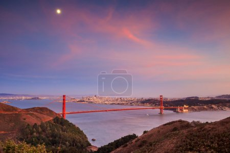 Golden Gate Bridge and downtown San Francisco, USA...