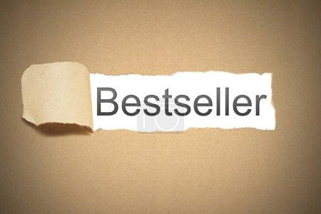 Photo pour Carton de papier brun paquet déchiré pour révéler des espaces blancs bestseller - image libre de droit
