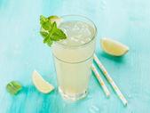 Citrusovou limonádu