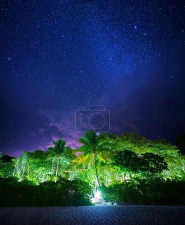 Photo pour Paysage tropical nocturne. Iles Similan, Thaïlande - image libre de droit