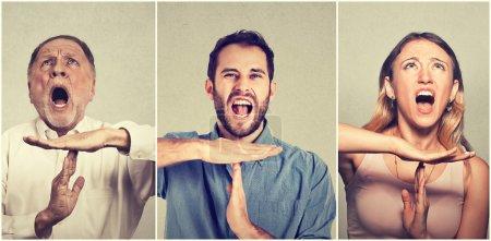 Photo pour Groupe de personnes montrant le temps geste de la main, frustré criant d'arrêter isolé sur fond de mur gris. Trop de choses à faire. Émotions humaines réaction d'expression faciale - image libre de droit