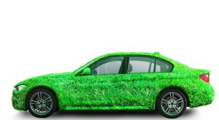 Photo pour Concept de transport vert et écologique. Herbe couvert voiture . - image libre de droit