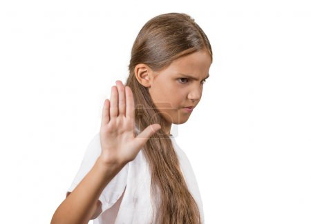 fille adolescente grincheux avec mauvaise attitude