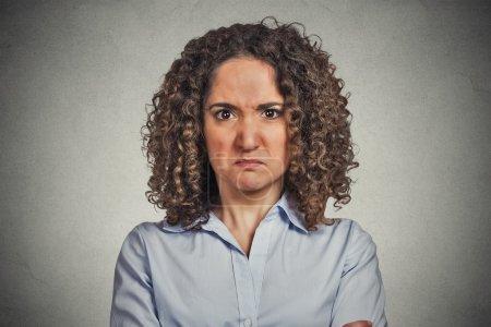 Headshot angry woman isolated on grey wall backgro...