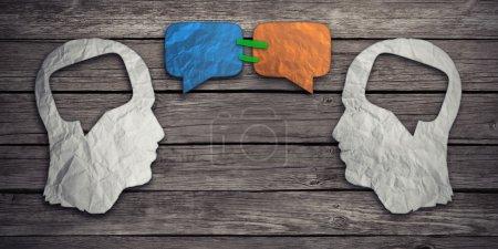 Photo pour Parler ensemble concept de médias sociaux comme deux morceaux de papier froissés en forme de tête humaine avec des icônes de bulle de discussion enregistrées comme symbole de communication pour l'accord de compromis d'affaires - image libre de droit