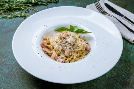 Photo pour Spaghetti Carbonara au bacon - image libre de droit