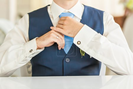 Photo pour Le jeune marié le jour du mariage - image libre de droit