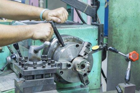 operator setup turning part on manual lathe machine