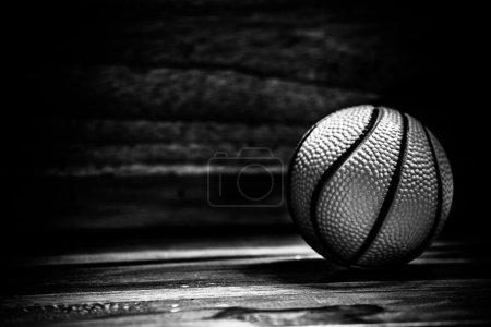 Photo pour Les boules sur un plancher en bois avec effet lumineux - image libre de droit