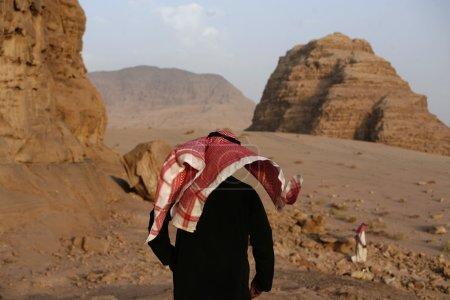 Photo pour Le paysage du désert de Wadi Rum en Jordanie au Moyen-Orient . - image libre de droit