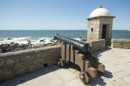 Ancient cannon in castelo queijo fortress