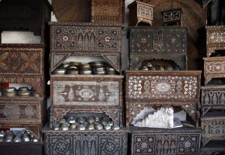 Photo pour Commerces au marché ou souk dans la vieille ville Damaskus en Syrie au Moyen-Orient - image libre de droit