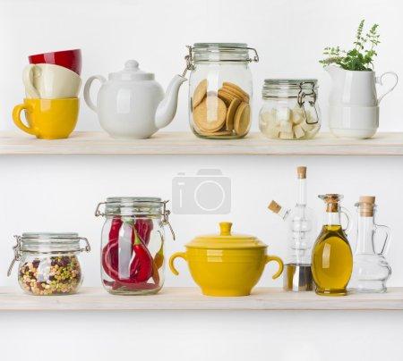 Photo pour Divers ingrédients alimentaires et ustensiles de cuisine tablettes isolé sur fond blanc - image libre de droit