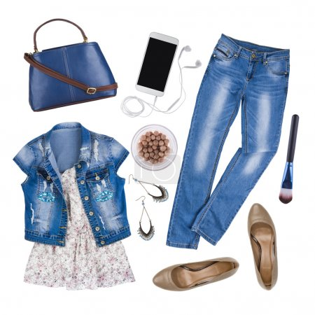 Photo pour Composition des vêtements et accessoires d'été féminins isolés sur blanc - image libre de droit