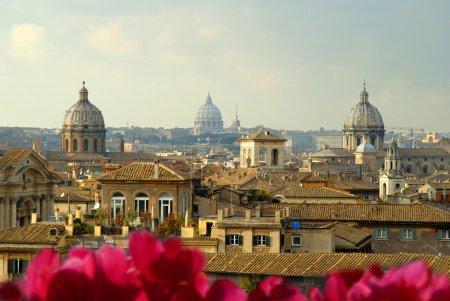 Photo pour Rome Italie, la ville éternelle, qui a été une destination pour les touristes depuis l'époque des empereurs romains. La ville possède tellement de trésors qu'une seule visite ne suffit pas à tout voir . - image libre de droit