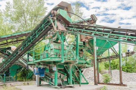 Photo pour Machines et appareils pour l'extraction du gravier - image libre de droit