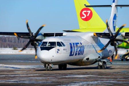 Пассажирский самолет ATR-72 компании UTair-Express на стоянке и хвост Airbus A320 компании S7