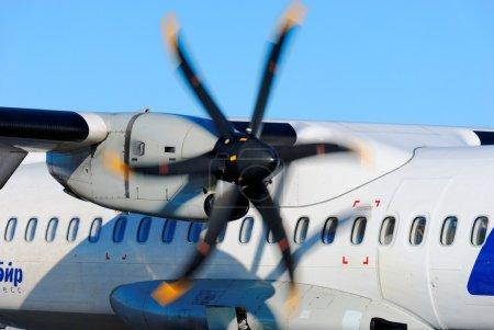 Вращающийся винт пассажирского самолета ATR-72 компании Ютэйр Экспресс