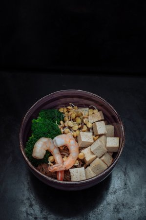 Photo for Soba with tofu, lentils sprouts, shrimp and broccoli - Royalty Free Image