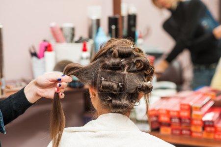 Photo pour Envelopper le fer à friser coiffeur, fers à friser - image libre de droit