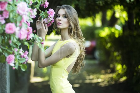 Pretty woman and pink roses