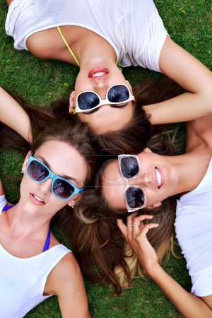 three young best friends girls