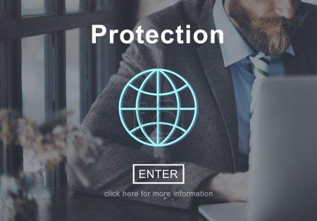 Photo pour L'homme et le Concept de page d'accueil sécurité Protection politique vie privée - image libre de droit