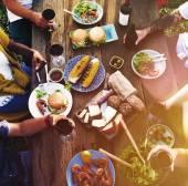 Přátel, jíst venku spolu