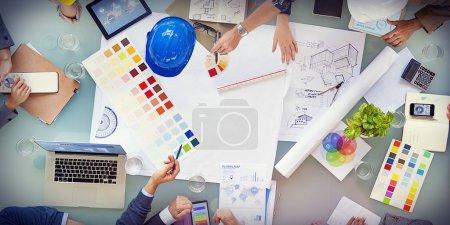 Designers et architectes travaillant ensemble