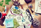 Stůl s konceptem sociální média