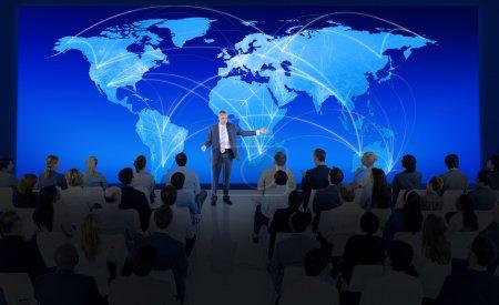 menschen bei global business konferenz