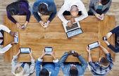 Digitális eszközökkel üzletemberek