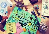 Chaotický kancelářský stůl s Web Design