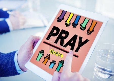La prière aide Concept