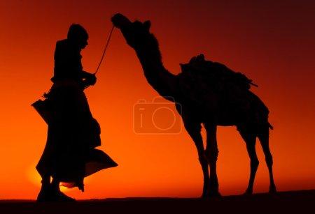homme indien avec son chameau
