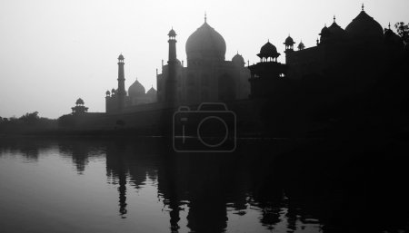 Silhouette of Grand Taj Mahal
