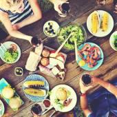 Příležitostné lidí jíst dohromady