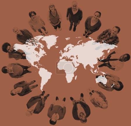 Photo pour Groupe des gens de la diversité et monde cartographie Concept - image libre de droit