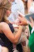 Battesimo del bambino nella Chiesa