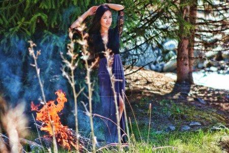 Photo pour Photo nature du modèle en belle robe - image libre de droit