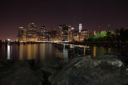 Photo pour Tours sur l'île de Manhattan pendant la nuit. New York City. - image libre de droit