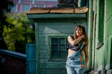 Foto de Naturaleza del modelo de niña posando en ropa - Imagen libre de derechos